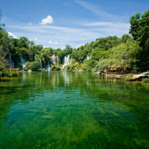 Excursion a cascadas de rio Kravica